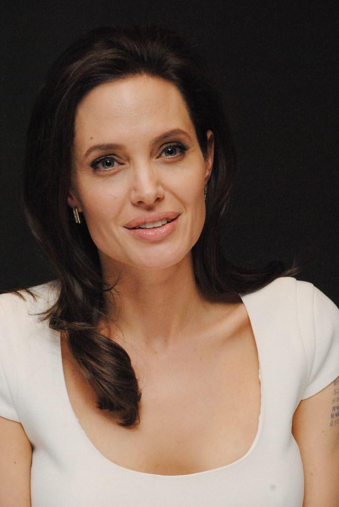 Анджелина Джоли — Пресс-конференция «Несломленный» 2014 – 112