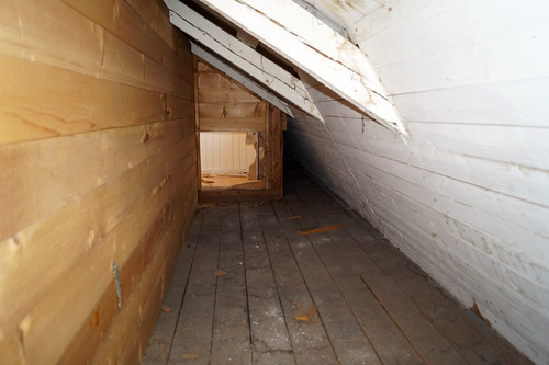 Loft ved kontorfløy bak vegg brutt inn ved rom 38 (3)