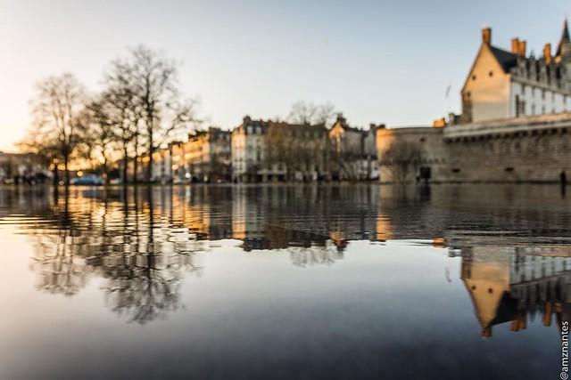 #Nantes #puddle et #sunset au #miroirdeau - à la recherche de la zone de netteté. . . . . #france #nikon #nikonfr #nikonfrance #bd_sky #nikontop #igersnantes #igersfrance #igersoftheday #loves_france_ #puddlegram #puddle #reflectiongram #reflexion #exclus