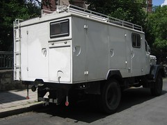 armored car(0.0), military vehicle(0.0), automobile(1.0), commercial vehicle(1.0), vehicle(1.0), armored car(1.0), light commercial vehicle(1.0), land vehicle(1.0),