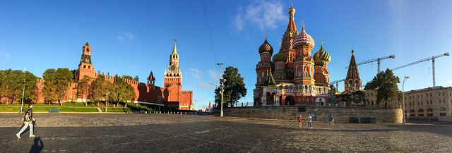 Panoramic view of Saint Basil's Cathedral and Kremlin, Moscow, Russia モスクワ、聖ワシリー寺院とクレムリン