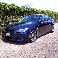 bmw 6 series(0.0), sports car(0.0), automobile(1.0), automotive exterior(1.0), executive car(1.0), wheel(1.0), vehicle(1.0), performance car(1.0), automotive design(1.0), sports sedan(1.0), rim(1.0), full-size car(1.0), bumper(1.0), bmw 5 series(1.0), sedan(1.0), personal luxury car(1.0), land vehicle(1.0), luxury vehicle(1.0),