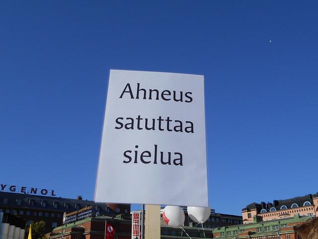 Mielenosoitus Helsingissä hallituksen leikkauspolitiikkaa vastaan 22.8.2015 - 17