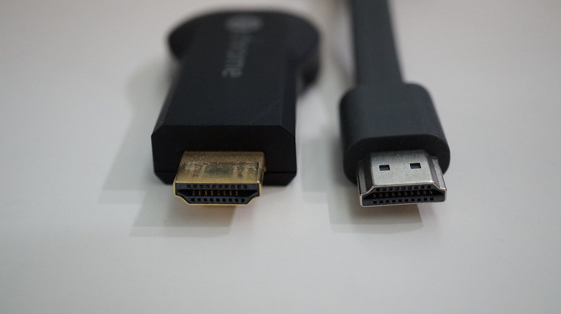 Chromecast (2015) vs Chromecast - HDMI End