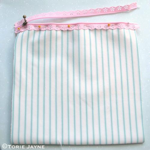 Lace Zip Pretty Pencil Case tutorial 4