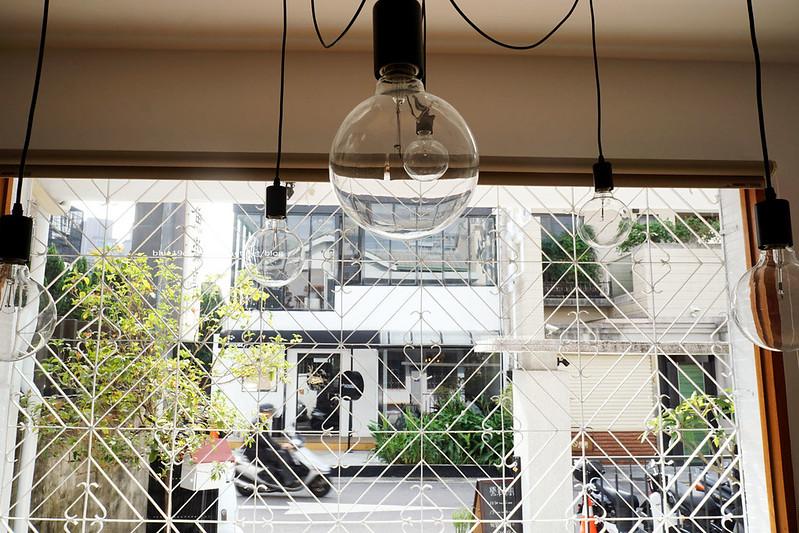 23804239856 372bfb697f c - 【台中西區】小野食堂 - 精誠街老屋改造明亮舒適好拍空間.自家製唐揚炸雞定食和牛肉咖哩不錯.P+HOUSE對面