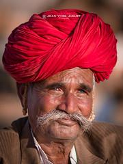 Éleveur de Chameaux, dans les camps de Gypsy à la Foire de Pushkar (Rajasthan - Inde) - Breeder Camels in the Gypsy camps at the Fair of Pushkar (Rajasthan - India)