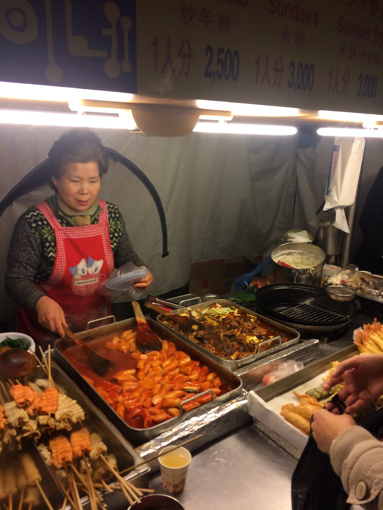 除了辣炒年糕外,魚板血腸也超受歡迎喔!