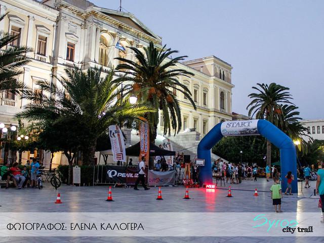 Φωτισμένο το Δημαρχείο και η κεντρική πλατεία περιμένει τους τερματισμούς των αθλητών!