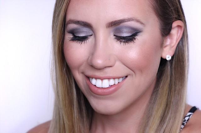 Charcoal Metallic Smoky Eye Makeup