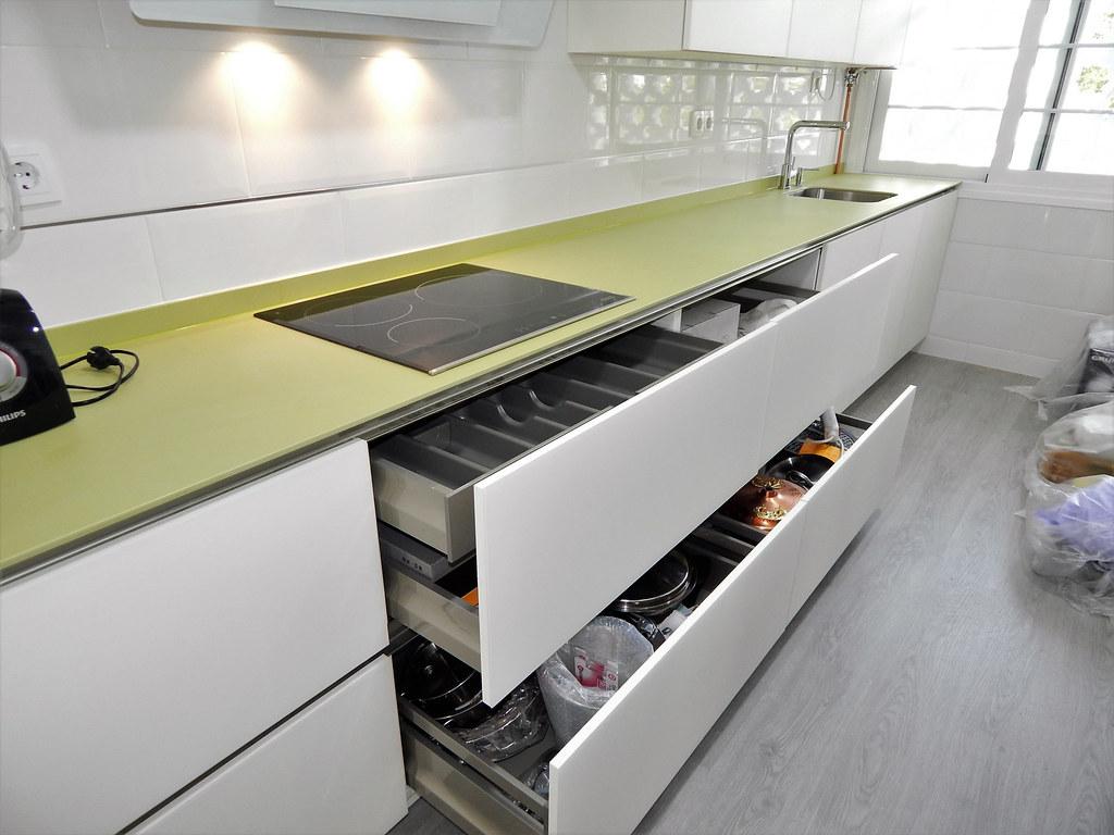 Muebles de cocina cristal mate blanco - Almacenaje de cocina ...