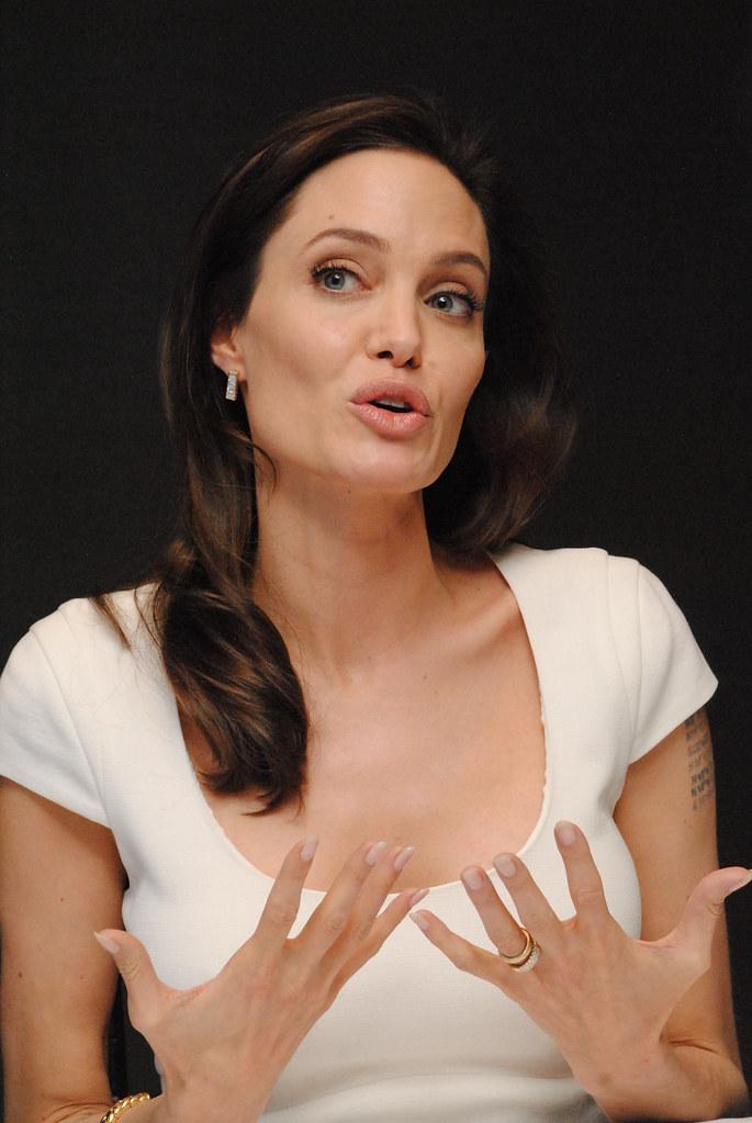Анджелина Джоли — Пресс-конференция «Несломленный» 2014 – 100