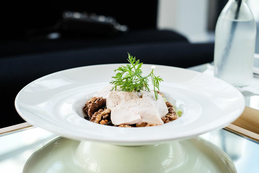 Louis-Vuitton-Series3-Lounge-Chicken Salad