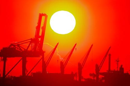 bridge red sunrise dawn crane fine sunny yokohama 横浜 橋 日の出 morningglow 赤 夜明け クレーン 朝焼け ふれーゆ tsurumitsubasabridge 鶴見つばさ橋 pentaxk7 sigma50500mm1463apodg