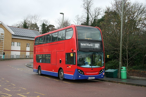 Metroline TE923 on Route 307, Barnet Hospital