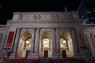 Kuva New York Public Library lähellä New York County. newyear christmas winter manhattan newyork city unitedstatesofamerica usa night lights neon bryantpark public library