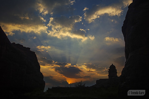 india ancient karnataka badami rays sunset vatapi bagalkot sandstone