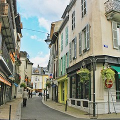 A typical street in Bagnères-de-Bigorre. Peaceful and quiet during the weekdays, quite busy on Saturday mornings when the shops open a little earlier, the flea market stalls occupy almost every vacant sidewalk. The smell of freshly ground coffee fills the