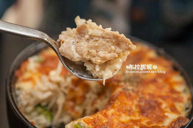 15【台中大里美食】吃飯氣氛很重要!來這裡就對了@猴子披薩