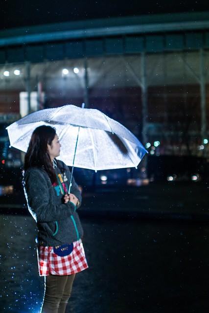 Rainy and girl (ILCE-6000 + SAL35F14G + LAEA-2)