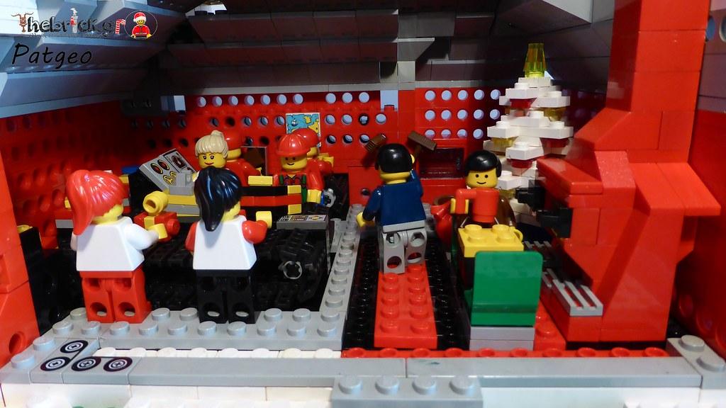 """[BuildtheBrick #2]: """"Santa's Workshop"""" 23524920642_5314258ce7_b"""