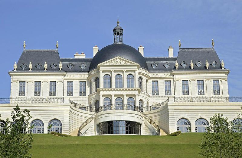 Небольшой дворец в Париже