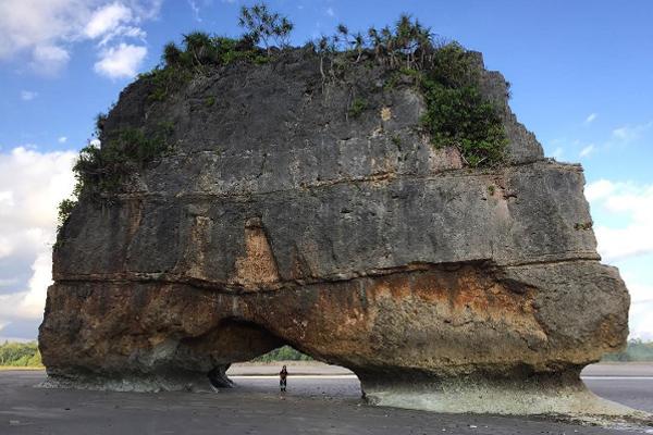Pantai Watu Maladong