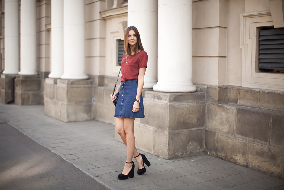 button-denim-skirt-outfit-street-style-70s-trend