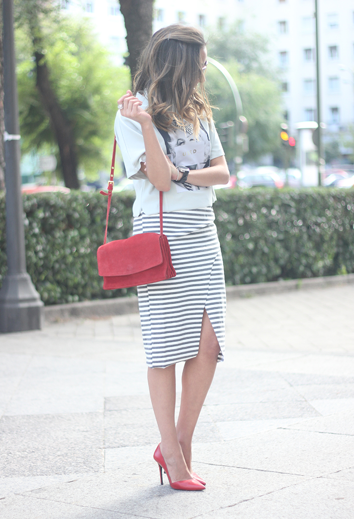 Pencil Stripped Skirt Red Bag Shoes Heels Outfit Tshirt21