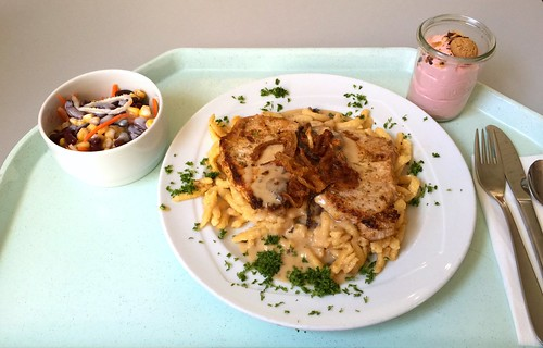 Swabian dish minute steaks with cheese spaetzle, mushroom sauce & fried onions / Schwabenteller - Minutensteaks mit Käsespätzle, Schwammerlsauce & Röstzwiebeln