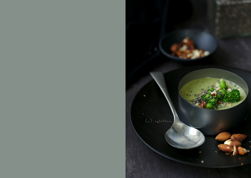 broccoli soup with chia and almond