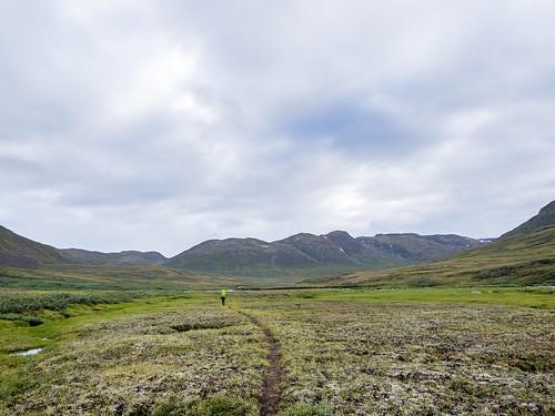 woman circle menschen arctic berge trail greenland environment frau zuiko act kamera omd natascha gl umwelt em1 grönland 1240mm arcticcircletrail qeqqatakommunia