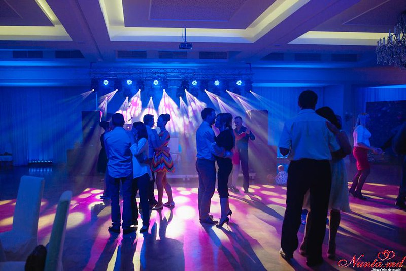 Efectele de lumini speciale pentru sărbătoarea Dumneavoastră > Foto din galeria `Lumina Dinamica`