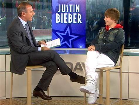 Justin Bieber and Matt Lauer crossed legs