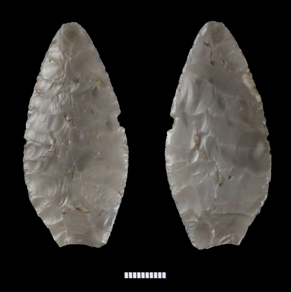 Neolithic flint leaf-shaped arrowhead