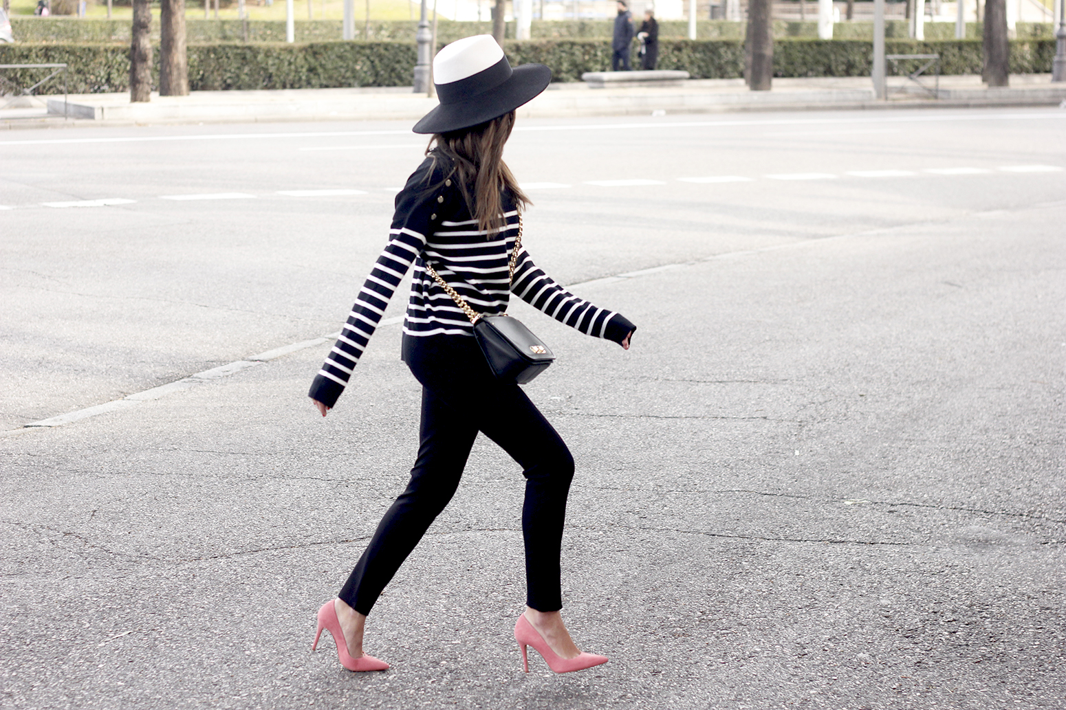 striped sweater maje pink heels black trousers coach bag uterqüe hat accessories style fashion13