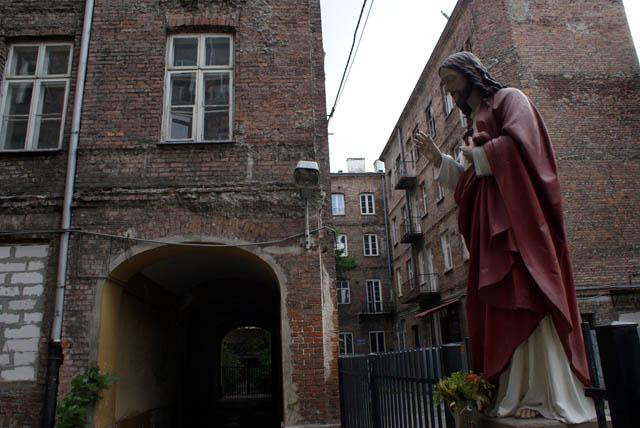 Jésus dans une cour du quartier Srodmiescie sud.