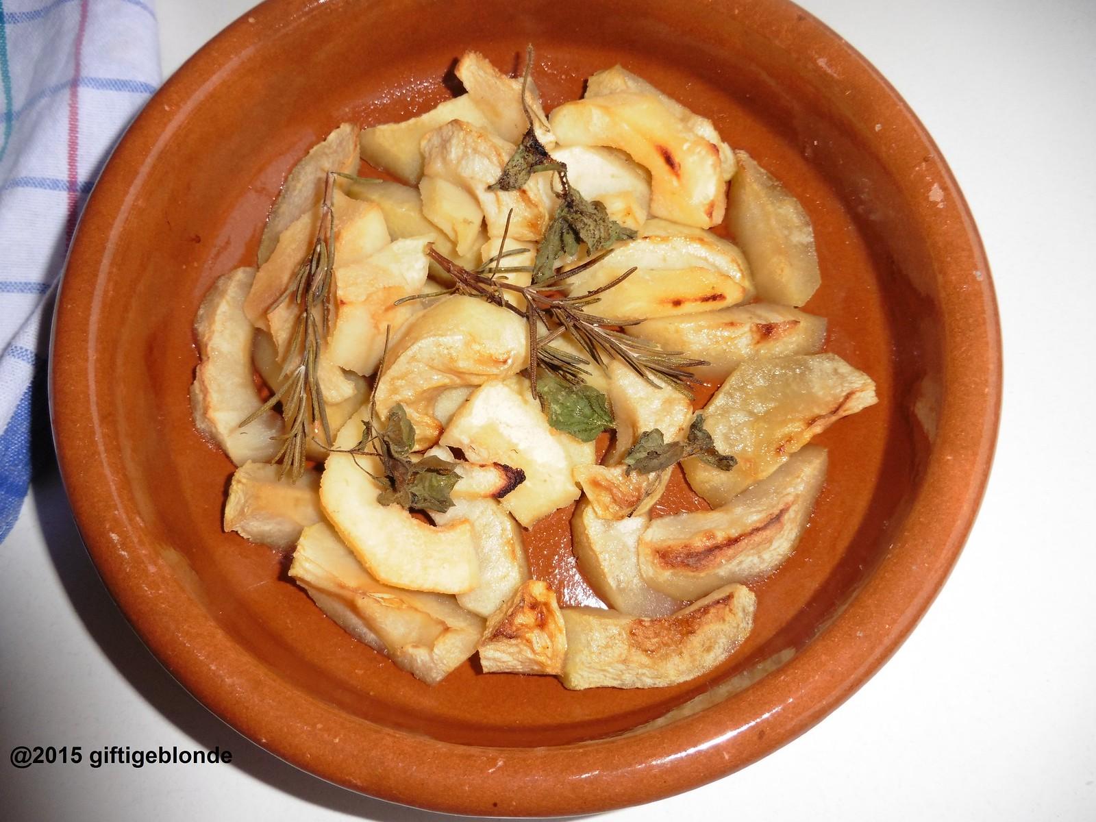 Apfel und Quitte mit Rosmarin und Minze aus dem Backofen