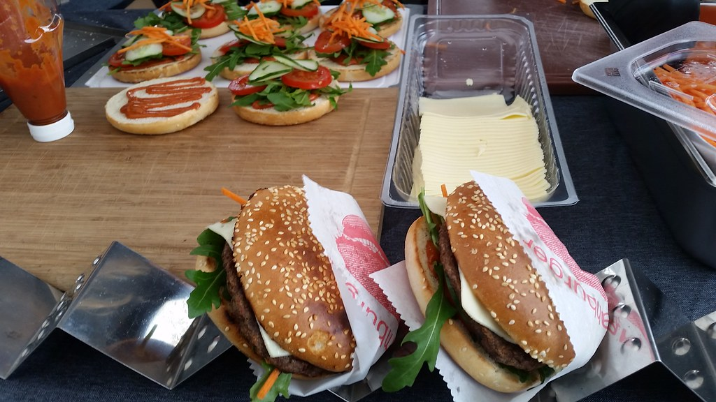 "#hummercatering #tag 2 = noch einmal 1000 #Burger.  #Garant #rheda-wiedenbrück #A2Forum #mobile #bbq #grill #Burger #Event #Kongress #Messe #Business #Catering #service  http://goo.gl/lM2PHl • <a style=""font-size:0.8em;"" href=""http://www.flickr.com/photos/69233503@N08/22250916523/"" target=""_blank"">View on Flickr</a>"