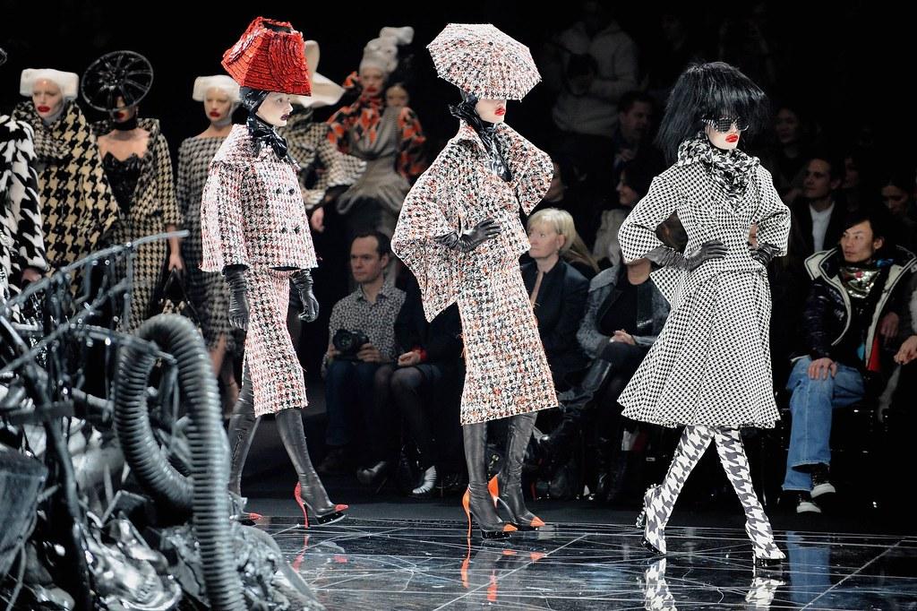 alexander-mcqueen-fashion-show