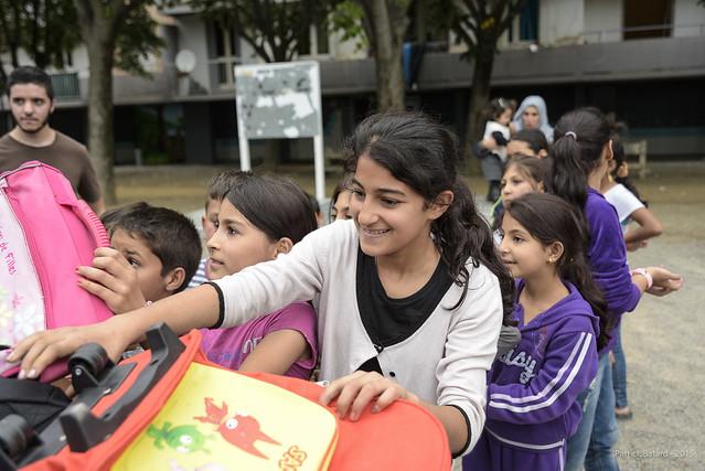 Distribution de cartable aux réfugiés syriens de Toulouse