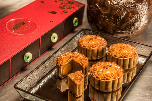 Fullerton - White Lotus Seed Paste with Single or Double Yolk Baked Mooncake