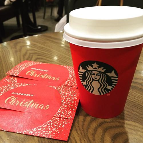 Red cup returns ! #starbucks #holiday #ueno