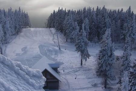 Jako první se lyžařům tradičně otevřou Černá hora a Branná