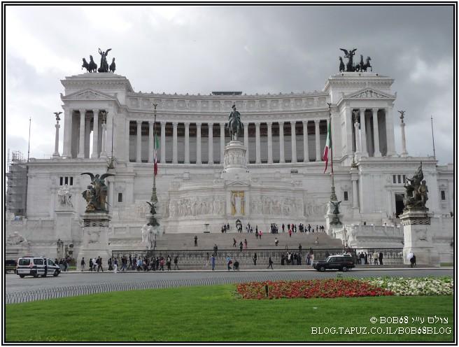 המונומנט לויטוריו עמנואל בפיאצה ונציה ב-רומא