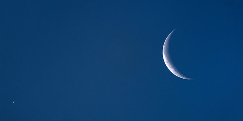 morning sky moon venus space astronomy gibbous conjunction