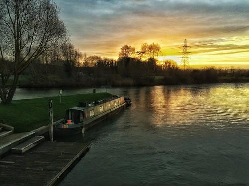 england sunrise riverthames englishcountryside canalboat oxforshire iphone5s