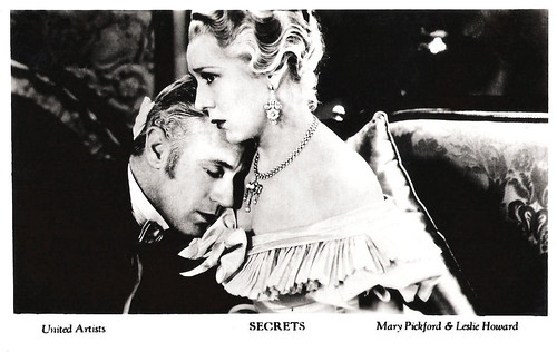 Leslie Howard and Mary Pickford in Secrets (1933)