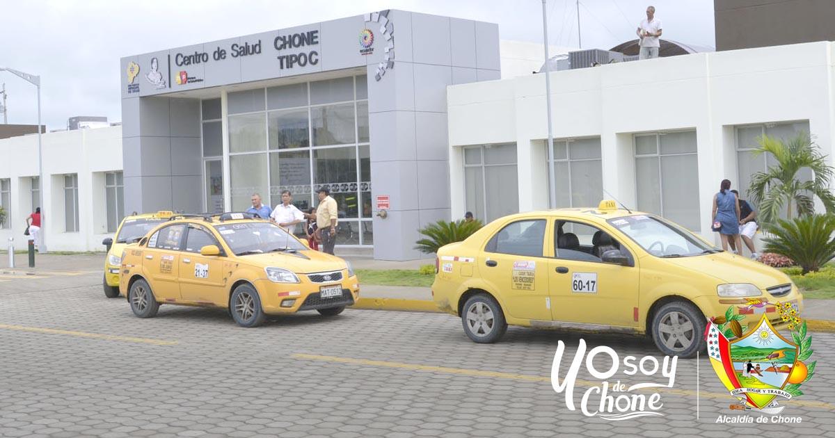 Evalúan la instalación de una parada de buses y taxis en el nuevo centro de salud Chone