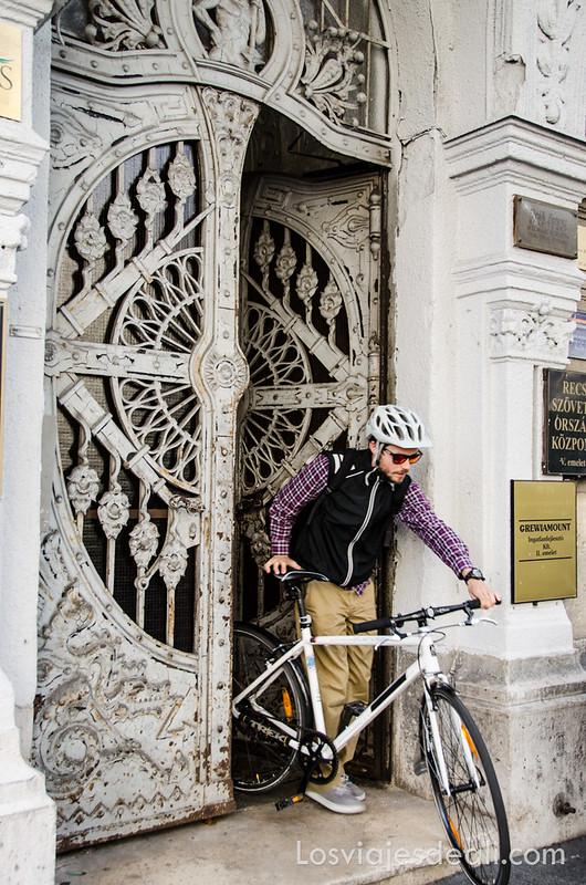 calles de Budapest portal modernista